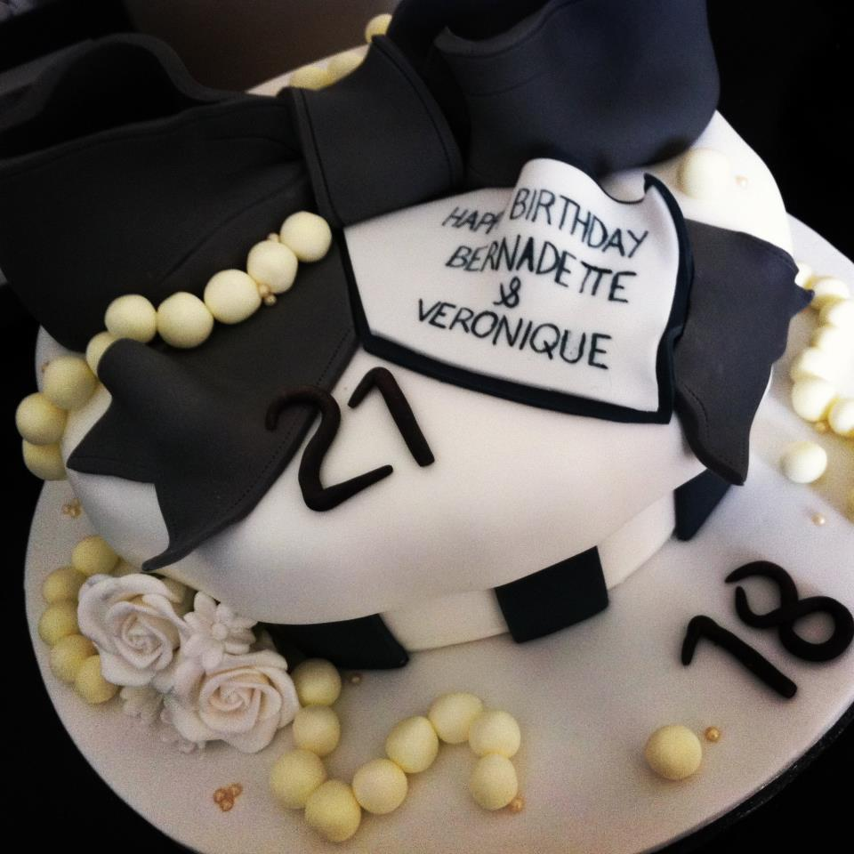 Black And White Pearl Giant Bow Cake