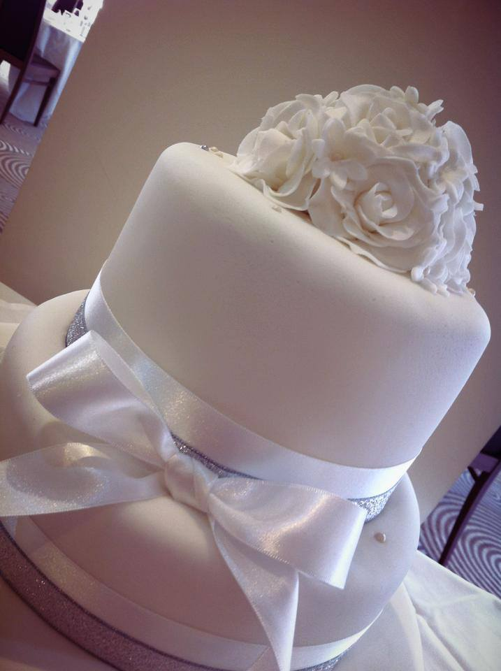 LICKY LIPS CAKES FLORAL WEDDING CAKE LIVERPOOL