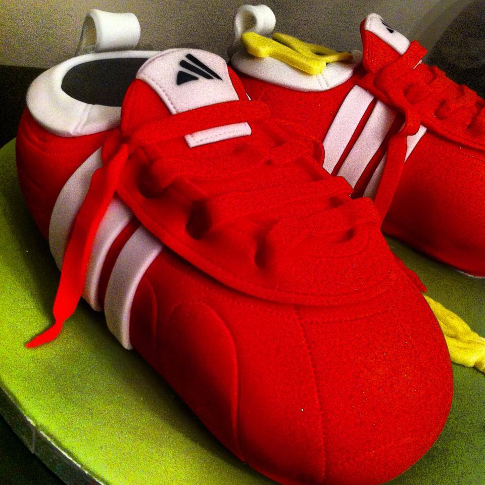 LFC FOOTBALL BOOTS LICKY LIPS CAKES LIVERPOOL