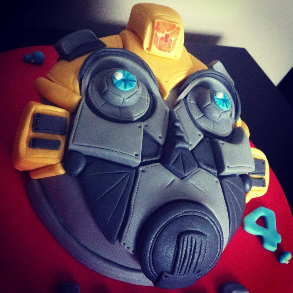 TRANSFORMER BUBBLEBEE LICKY LIPS CAKES LIVERPOOL