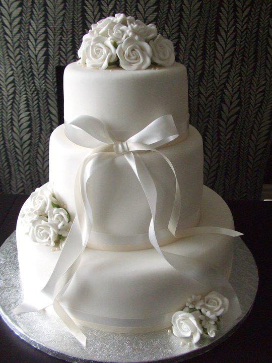 Licky lips cakes wedding cakes white flower themed 3 tier wedding cake 2 junglespirit Choice Image